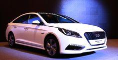 2015 Hyundai Sonata Hybrid unveiled - http://www.caradvice.com.au/325403/2015-hyundai-sonata-hybrid-unveiled/