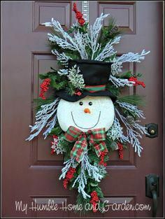 Tips and How To Create A Magical Snowman Wreath – My Humble Home and Garden – Unique Christmas Decorations DIY Christmas Swags, Christmas Door, Christmas Balls, Holiday Wreaths, Christmas Ornaments, Ball Ornaments, Christmas Cookies, Halloween Cookies, Christmas Christmas