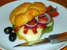Retete Culinare pentru Meniul Zilei : Burger Secuiesc sau MecSlaninuta