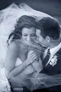 This under-the-veil photo is a must-have on your wedding day | Serendipity Image