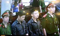 Hai bị cáo Nguyễn Mạnh Tường và Đào Quang Khánh trong phiên tòa xét xử ngày 14/4/2014.