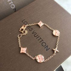 Louis Vuitton lv Frauenketten Armband pink You are in the right place about Women Jewelry jewellery Here we offer you the most beautiful pictures abou Accesorios Louis Vuitton, Bijoux Louis Vuitton, Louis Vuitton Bracelet, Cute Jewelry, Jewelry Accessories, Fashion Accessories, Fashion Jewelry, Trendy Accessories, Jewelry Trends