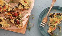 Hierdie korslose spek-en-spinasie-quiche is ideaal vir banters! Melktert, Malva Pudding, Banting Diet, How To Read A Recipe, Homemade Dinner Rolls, Quiche Recipes, Feta, Good Food
