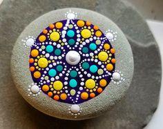 Roca de pintado a mano pintada piedra punto por P4MirandaPitrone