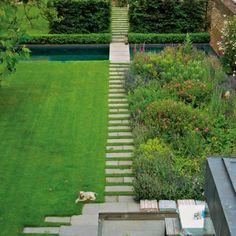 Vi har besøgt den engelske designer Cath Kidston midt i London og med udsigt til Themsen, hvor hun har skabt et imødekommende familiehjem. Her spiller haven – ligesom i hendes arbejde - den afgørende rolle.