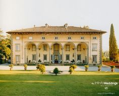 VILLA IN LUCCA FOR WEDDING RECEPTIONS - One Day Rental. Elegant venue for Wedding in Lucca with 2 beautiful garden areas and charming veranda.