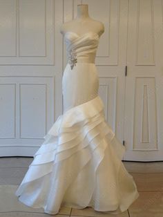 Find Millybridal fantastic wedding dresses, prom dresses with trendy designs and great fabrics. Full range of bridal or prom gowns with various silhouettes and colors. Beautiful Wedding Gowns, Used Wedding Dresses, Bridal Dresses, Beautiful Dresses, Dream Wedding, Prom Dresses, Wedding Attire, Wedding Styles, Marie
