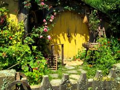 Domythic Bliss: A Hobbit-size Set of Pictures