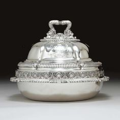 A REGENCY SILVER ENTREE DISH AND COVER - Mark of Paul Storr, London, 1813