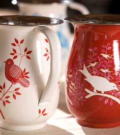 Red and white bird motif enamelware cups Red Kitchen, Country Kitchen, White Cottage, Mo S, Shades Of Red, My Favorite Color, Red Color, Tea Party, Red And White
