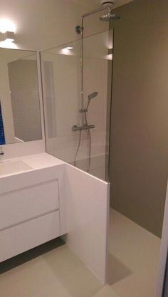 Useful Walk-in Shower Design Ideas For Smaller Bathrooms – Home Dcorz Bathroom Redesign, Doorless Shower, Attic Bathroom, Bathroom Interior, Small Bathroom, Minimalist Bathroom, Modern Bathroom Decor, Bathroom Shower, Bathroom Decor
