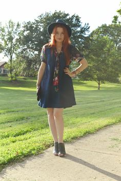 @freepeople denim dress + floral tie-neck blouse + big hat = one of my favorite summer outfits.