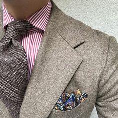 Warm brown & red. #men #menstyle #menswear #mensfashion #napoli #sprezzatuza #mensclothing #bespoke #dandy #gentleman #mensaccessories #mensstyle #tailor #milano #fashion #menwithclass #italy #style #styleformen #wiwt #suit #dapper #menwithstyle #ootd #daily #moda #stile #elegance #classy #mnswr