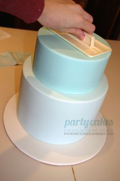 Tutorial: How to make a double barrel cake, from assembly to fondant! Via Party Cakes Canberra. Tutorial is out of order, but it& not hard to figure out which parts go with which. Used wet fondant to stick tiers together instead of royal icing. Cake Icing, Fondant Cakes, Eat Cake, Cupcake Cakes, Fondant Bow, 3d Cakes, Fondant Flowers, Fondant Figures, Frosting