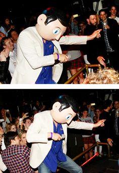 Michael si esibisce all'Afterparty di Frank: balla e canta