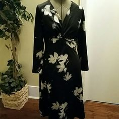 VINTAGE dress A Melwine of Miami vintage 1970 dress. It's floral print with a twist in the front. Melwine of Miami  Dresses Midi