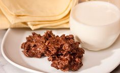 Chocolate Coconut Cookies - these are quick and easy to make! Gluten Free Menu, Gluten Free Snacks, Desserts Menu, Healthy Dessert Recipes, Healthy Snacks, Chocolate Coconut Cookies, Chocolate Recipes, Epicure Recipes, Delish