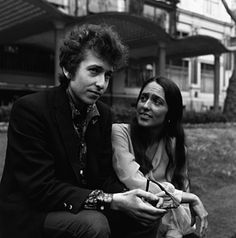 Bob Dylan and Joan Baez photographed in London.