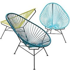 cadeiras com estrutura metálica e trama de espaguete