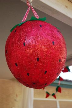 Un impactante decorado para una fiesta fresa / A striking decoration for a strawberry party