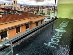 Hotel Indigo, terraza en la azotea de Madrid Villas, Mansions, House Styles, Decor, Rooftop, Balconies, Hotels, Heaven, Spaces