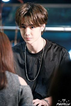 Someone back me up on this, doesn't Yibo sorta look like Jackson here? Like around the eyes?