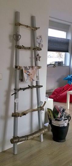 Ladder van hout uit het bos, 2 vuren houten latten verven, met touw en kit bevestigen en decoreren!