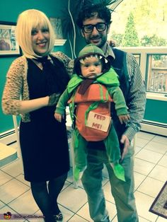 Well done. ~ Kimberlee: Little Shop of Horrors was my favorite movie as a kid, so for my son's first Halloween, we decided to go as Seymour, Audrey, and Audrey II. I handmade his. Horror Halloween Costumes, Hallowen Costume, Halloween Costume Contest, Halloween Cosplay, Halloween Diy, Costume Ideas, Halloween Parties, Cosplay Ideas, Halloween Makeup