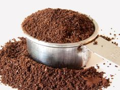 tips to a zero waste kitchen.Used coffee grounds can keep ants away. Plus, they can get rid of odors, stimulate your potted plants, and more, making them worth holding onto. Potted Plants, Indoor Plants, Organic Gardening, Gardening Tips, Permaculture, Potager Bio, Uses For Coffee Grounds, Zero Waste, Reduce Waste