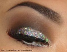 Feeling Festive especially for Christmas time or New Years Eve! I like this and plan to do this look!