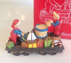 1998 JCPenney Home Towne Express  Week 42 Santa's Workshop  in original box NEW!