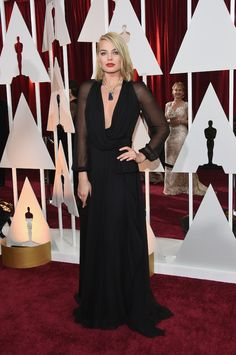 Margot Robbie on the Oscars Red Carpet 2015