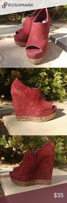 Steve madden wilda wine suede shoes size 7.5 Suede shoes with a faux snake skin base. Inner zipper. Steve Madden Shoes Wedges
