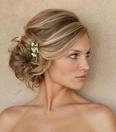 From messy <b>hair</b> to loose curls: <b>Wedding</b> hairdos for the bride this ...