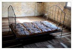Jana Sterbak, Bread bed