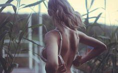 Красивая спина девушки на фото