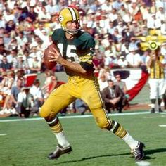 The football world lost a legend today. RIP to Bart Starr Bart Starr died after failing health due to a stroke he had suffered a little while earlier. Super Bowl champion (Super Bowl I and II), Super Bowl probowl, Packers Hall of Fame. Go Packers, Green Bay Packers Fans, Packers Football, Nfl Green Bay, Greenbay Packers, Nfl Hall Of Fame, Tom Brady, Joey Harrington, Sports
