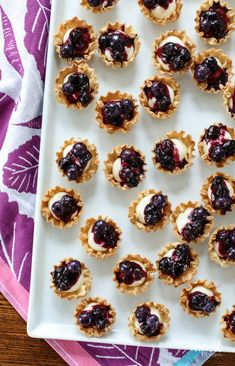 Made with store-bought phyllo pastry shells, these Mini Blueberry Cheesecakes will quickly become your new go-to entertaining dessert. Phyllo Shell Recipe, Phyllo Recipes, Fruit Recipes, Dessert Recipes, Dessert Ideas, Mini Blueberry Tarts, Blueberry Desserts, Blueberry Cheesecake, Philo Cups