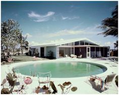 1955General Electric Wonder House | Miami, Florida | Photo: Tom Leonard General Electric Wonder House in Miami, Florida, overlooking Biscayne Bay, designed by architect Robert M. Little, decorated by H & G with Waldo Frank Perez of Burdine's: rear of house overlooking pool and Biscayne Bay 1955 © Condè nast Archive - Via