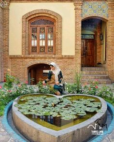 Life simple as it was in gthe past Moroccan Garden, Persian Garden, Persian Architecture, City Architecture, Iran Pictures, Persian People, Iran Travel, Ancient Persia, Persian Culture