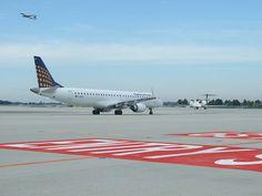 Munich Airport Apron - Taxiway - Wikipedia, the free encyclopedia - by Benjamin Randriamanampisoa