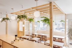 Japanese restaurant in Quebec City combines minimal details and unfinished surfaces Wood-framed stru Restaurant Zen, Japanese Restaurant Interior, Japanese Interior, Interior Design Magazine, Restaurant Interior Design, Best Interior Design, Architecture Religieuse, Zen Style, Cafe Design