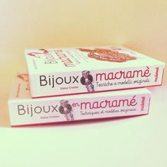 Non ve lo avevo ancora detto ... ma il mio libro c'è anche in francese!!!  #french #france #français #livre #livreaddict #bijoux. .  Distribuzione a cura della casa editrice Nuinui lo trovate nelle librerie su territorio nazionale su Amazon e su moltissimi altri siti che vendono libri online . . . #archidee #becreative #bepositive #book #bookstagram #books #booklover #mybook #libro #libromania #libroadicta #libri  #manuale #macrame #macramé #macramejewelry #macramebracelet #knot  #nodi…