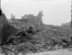 Patrol of 1st Cameron Highlanders in action amidst the ruins of Cuinchy, 17 April 1918 (1st Division).