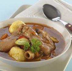 Körömleves krumpligombóccal Pot Roast, Ramen, Pork, Ethnic Recipes, Carne Asada, Kale Stir Fry, Roast Beef, Pork Chops