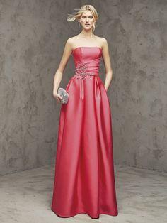 3e3dba959b5c 21 nejlepších obrázků z nástěnky šaty na ples