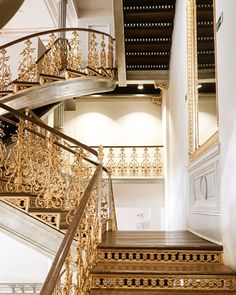 A dream of a stair- fells like a castle. Hier geht's zu meiner Home & Interior Seite.