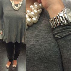 Para hoje escolhi umas calças pretas da Fornarina, uma camisola cinzenta da Zara, o colar de pérolas da Primark e umas sabrinas da Melissa