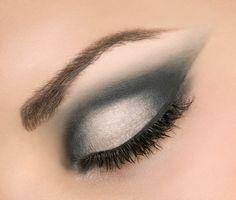 Simple smokey eye make up (: Cat Eye Makeup, Smokey Eye Makeup, Smoky Eye, Eyeshadow Makeup, Metallic Eyeshadow, Hair Makeup, Smokey Eyeshadow, Makeup Hairstyle, Gel Eyeliner