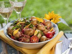 Deftiger Kartoffelsalat mit Tomaten und Speck